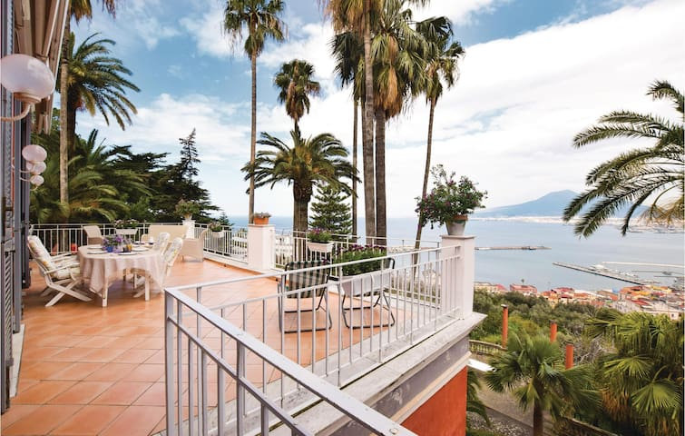 Holiday apartment with 4 bedrooms on 140 m² in C. di Stabia (NA)