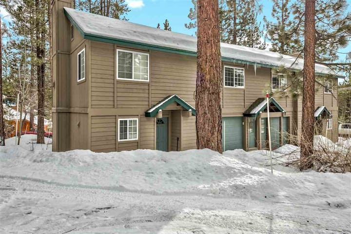 Charming, clean, private studio in Tahoe Donner