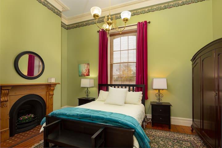 First bedroom - queen bed