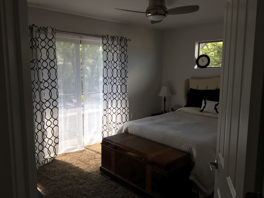 Beautiful Room with large private patio and comfy foam queen bed! Includes smart TV