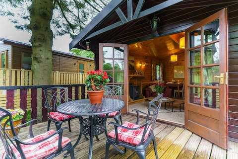 Riverside Lodge, log cabin