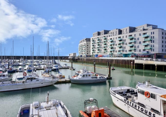 *NEW* Luxury 3 Bed Suite on Brighton Marina