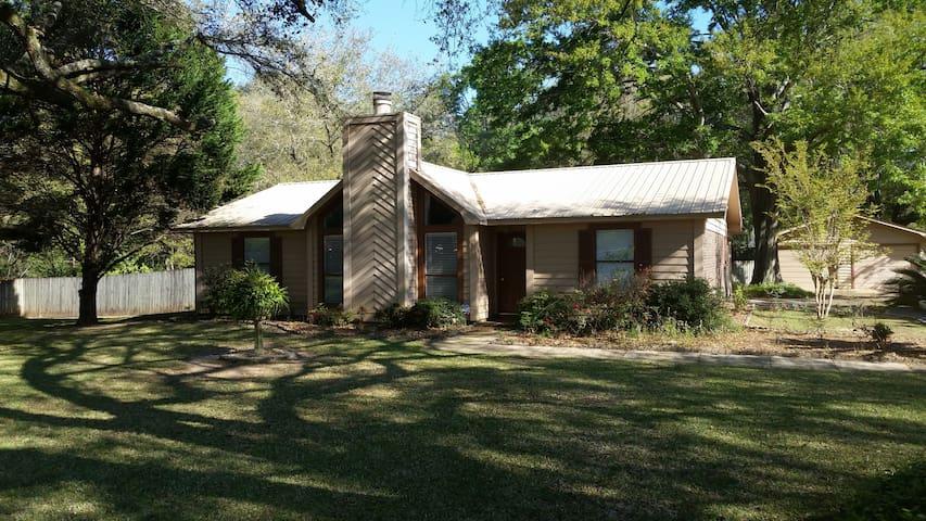 Daphne Large Cottage Home