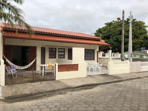 Casa de praia na Ponta do Papagaio a 140 m do mar.