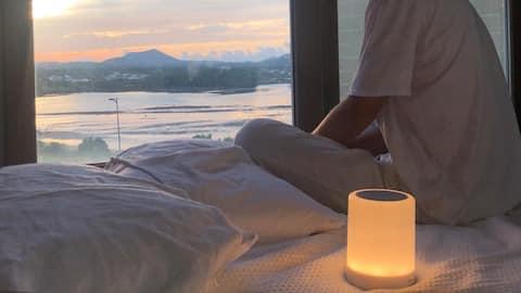 Alójate un mes con una acogedora vista al mar frente al amanecer