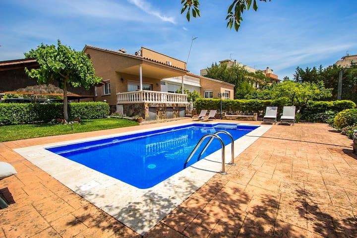 Idyllic villa 10min to Bcn - Sabadell - Huis