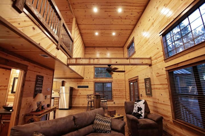 Come enjoy rustic luxury and relax at Star Creek – This cabin is fresh and perfect for your next getaway! One king – Queen sleeper- Sleeps 4 – Pets allowed, fee required.