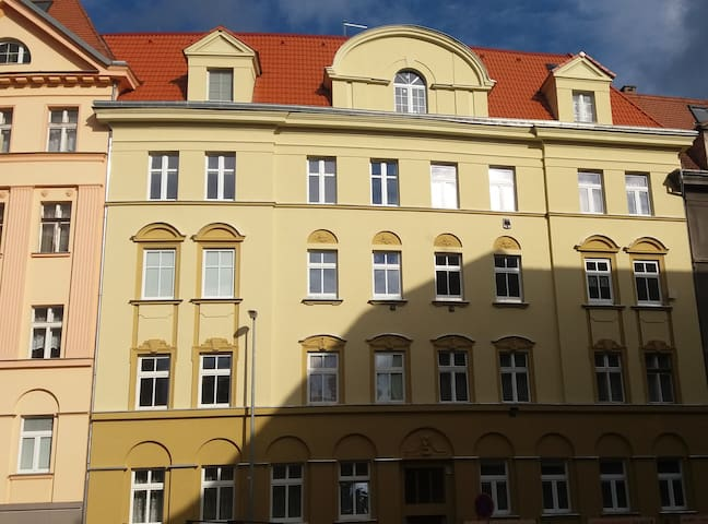 One night stay in the heart of university campus - Ústí nad Labem - Daire