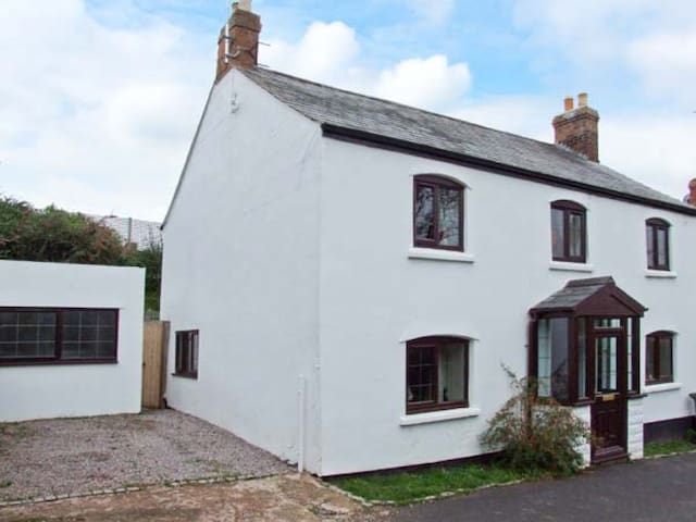 Herefordshire Cottage - Orchard Lea - With Hot tub