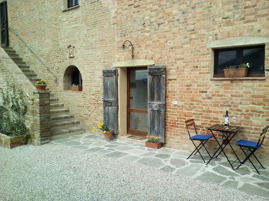 Independent entrance and private terrace
