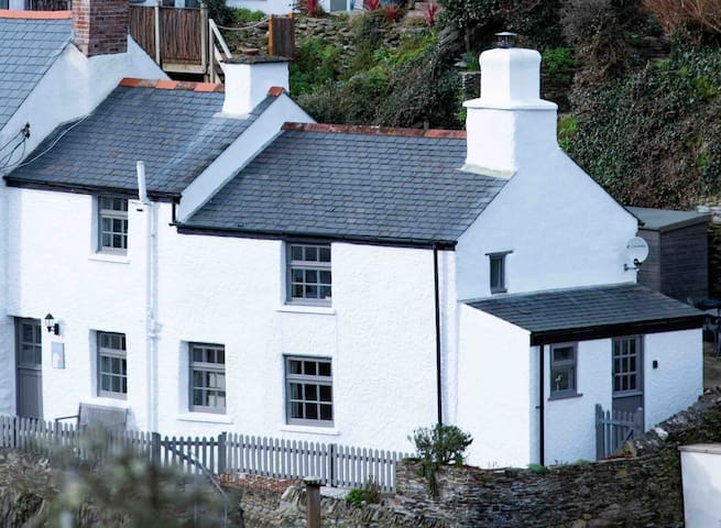 Gulls Perch - Boutique Cottage Retreat  in Portloe
