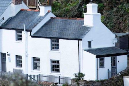 Gulls Perch - Boutique Cottage Retreat  in Portloe