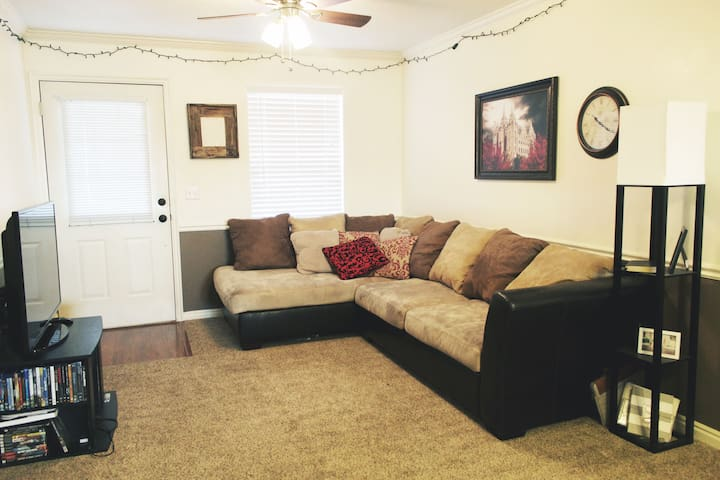 Charming and Comfy Condo For Your Stay