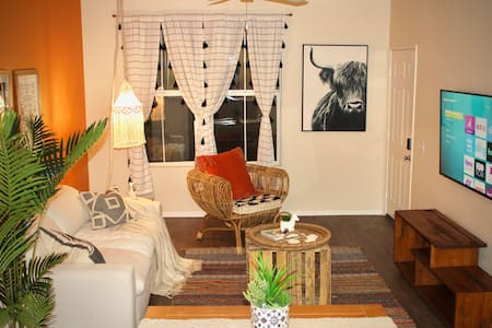 Boho Vibes - 1-Br - Sleeps 4-6 - POOL OPEN!!!