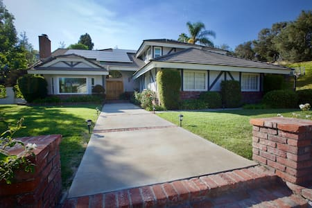 Spacious, Centrally-Located Kid-Friendly Pool Home - La Habra Heights - Haus