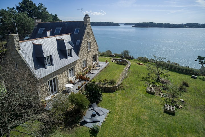 Exceptional house direct access to the sea