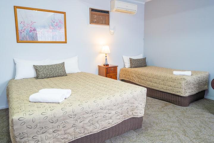 Standard Twin Room - Castle Motel