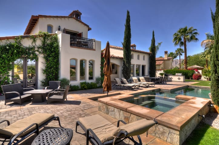 Spectacular Lakefront Estate! - La Quinta - House