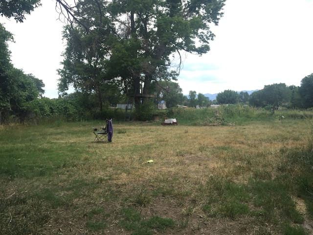 A) Tent space available in backyard (Lincoln Park) - Cañon City