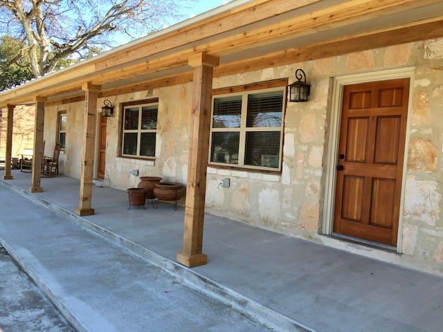 Tejas Hills Guest Haus #2 - Fredericksburg w/ pool