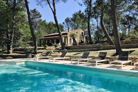 Wonderful Villa with swimming pool at Menerbes - Ménerbes - 度假屋
