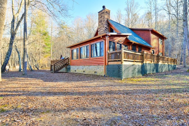 Blue Ridge Luxury  - 5 acres of privacy on a creek