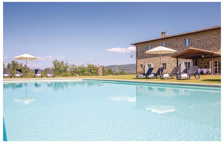 Holiday cottage with 7 bedrooms on 400 m² in Bucine