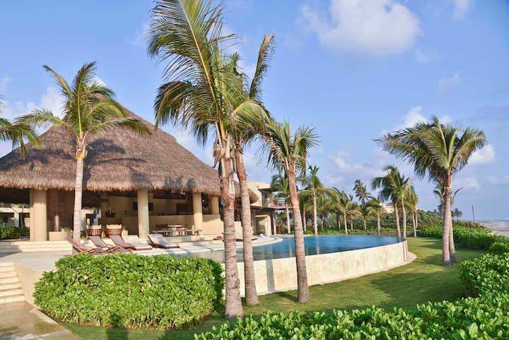 The finest beachfront Villa in all Acapulco