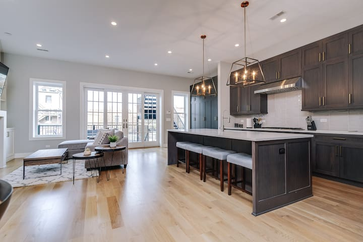 IMMACULATE Brand New Penthouse Downtown Chicago!