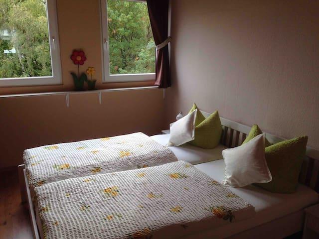 Schlafzimmer 3 (Doppelbett 1,80 x 2,00 m)
