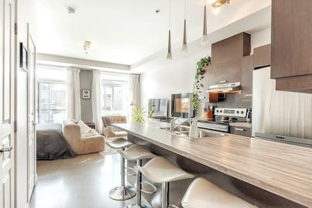 Gorgeous Loft Condo with Swimming,Gym,Tennis Court