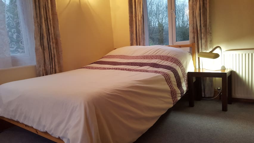 Odd Down - Peaceful Family Room - up to 4 people. - Bath - Bed & Breakfast