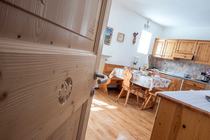 Mountain view for 2-4 persons center Val di Fassa