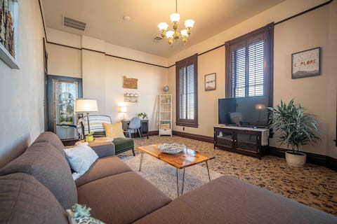 ~The 204~ Apartment in Historic Downtown Albany