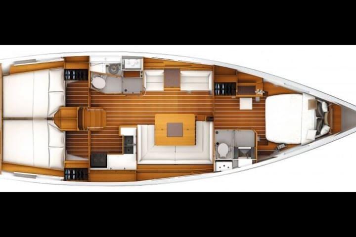 Overview of below deck
