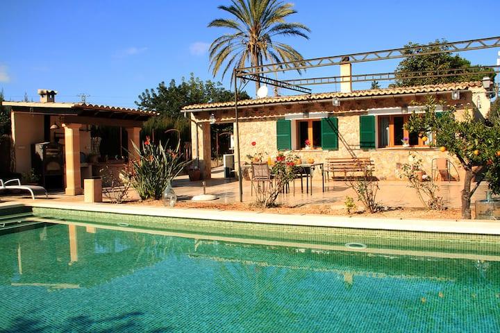 Casa tranquila, con piscina,centrica e ideal...