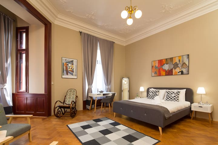 Unique Waldorf Room with Private Bathroom