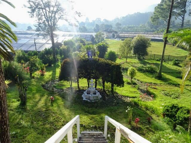 Puerta al jardín y salida directa a un sinfín de actividades y aventuras en la región