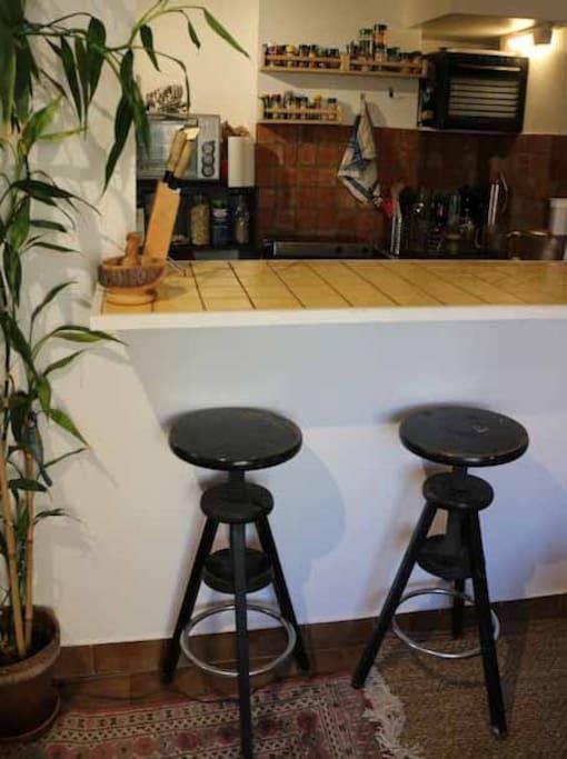 bar entre la cuisine et le salon