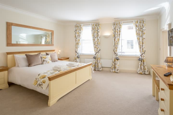 Amazing Two-Bedroom Apartment in York City Centre