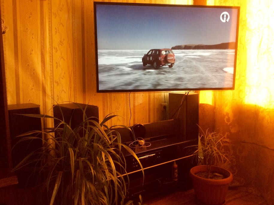 Акустическая аудиосистема. 3D проигрыватель. Большой телевизор.