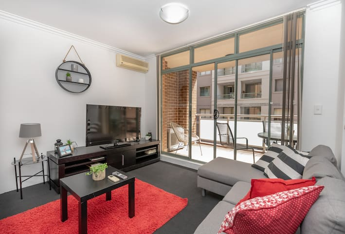 Pristine 2 BR Apt Darling Harbour FREE PARKING 55