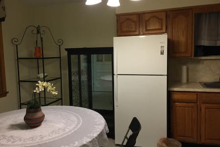 One Room with full bed - Kearny - Apartment