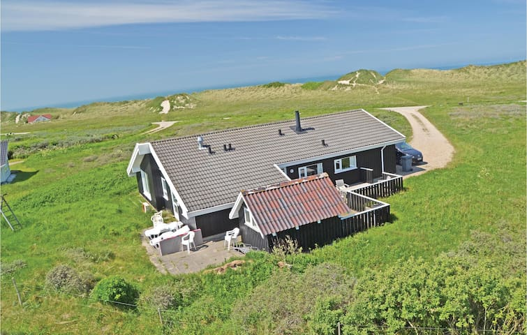 Holiday cottage with 3 bedrooms on 128m² in Hjørring