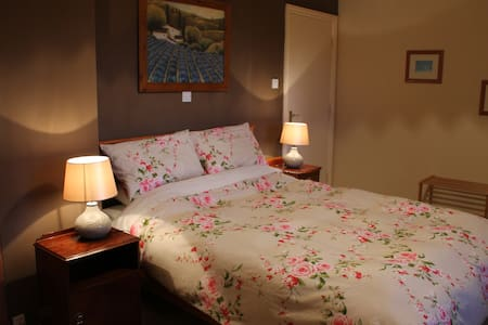 Blossom Hill BandB The Tulip Double Room - Killaloe - 家庭式旅館