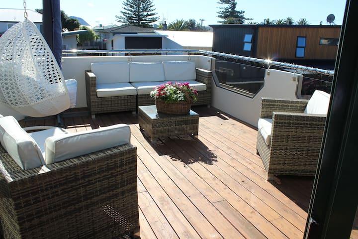 Level 1 Deck - All Day Sun - BBQ