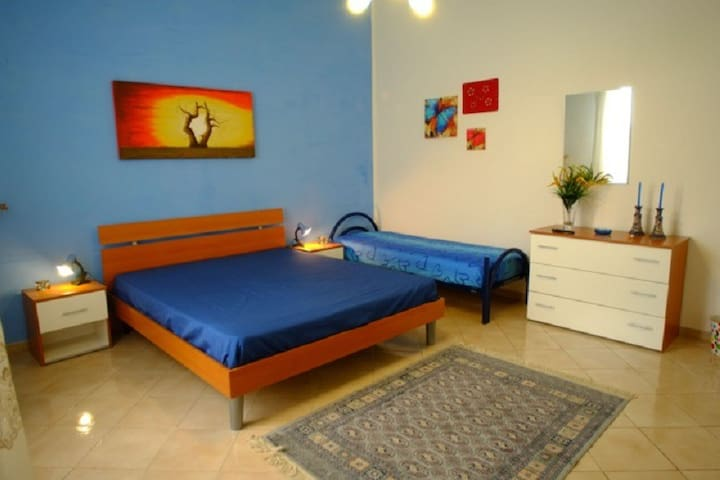 "b&b Melone giallo ""Camera Blu"" - Paceco - Bed & Breakfast"