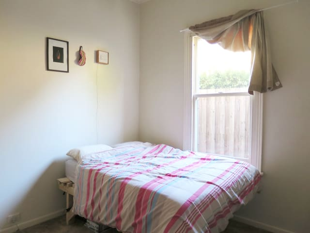 Double room in friendly houseshare - Moonee Ponds - House