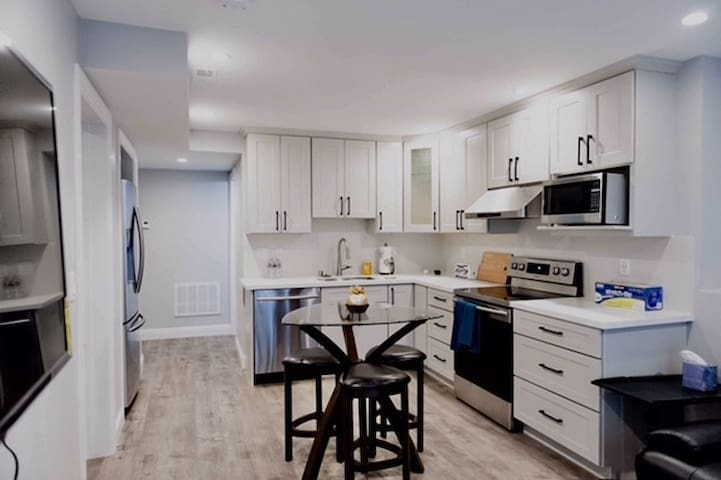 Contemporary Private Home 1Bd 1Ba LivingRm Kitchen
