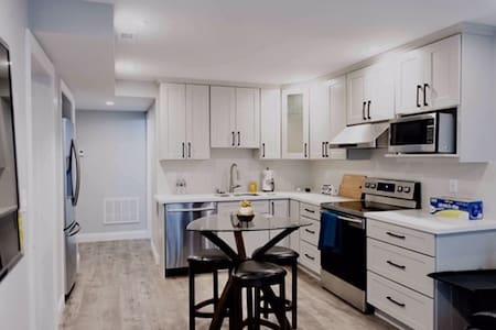 Contemporary Private Home 1Bd 1Ba LivingRm Kitchen